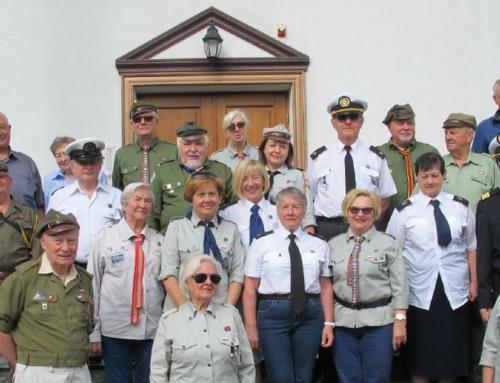 Seniorzy odwiedzili Kostiuchnówkę